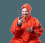 Marifonie man houdt marifoon in zijn hand