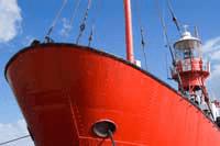 Neem een kompaspeiling met een lichtschip