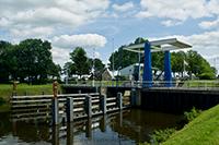 Varen in Drenthe | brug met sluis in het noord-Willemskanaal bij de punt.
